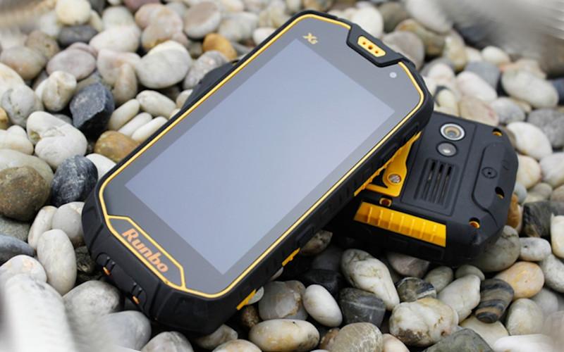 Ударопрочный и влагозащищенный смартфон