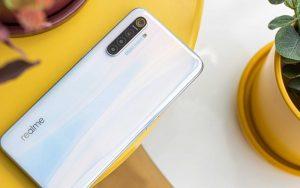 В продажу поступил смартфон Realme X3 SuperZoom с 5-кратным оптическим зумом