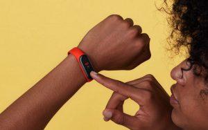 Xiaomi представила бюджетный фитнес-браслет Mi Band 4C