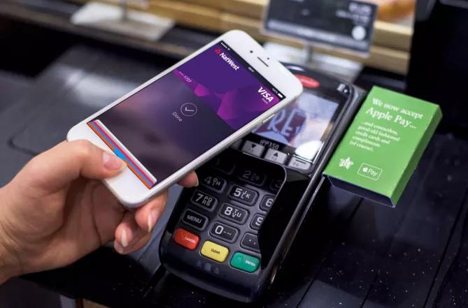 Опалата NFC в магазине с помощью айфона